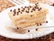 Рецепта Лесна бисквитена торта с баварски крем от сметана, жълтък и пудинг ванилия (нишесте)